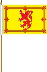 "SCOTLAND RAMPANT LION 4"" X 6"" INCHES MINI COUNTRY STICK FLAG BANNER ON A 10 INCHES PLASTIC POLE .. NEW AND IN A PACKAGE."