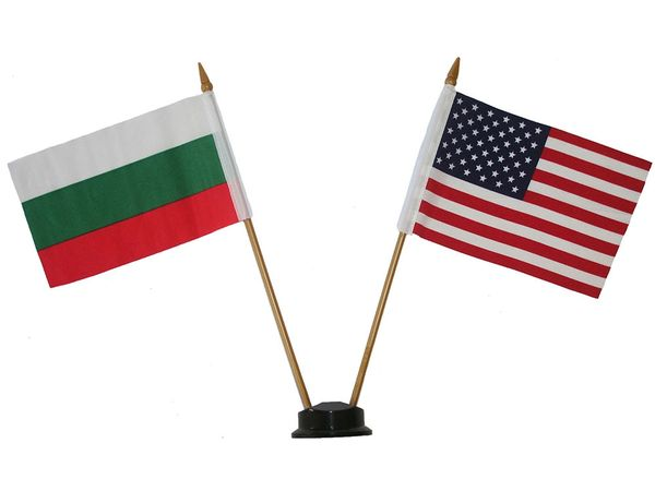 """BULGARIA & USA SMALL 4"""" X 6"""" INCHES MINI DOUBLE COUNTRY STICK FLAG BANNER ON A 10 INCHES PLASTIC POLE .. NEW AND IN A PACKAGE"""
