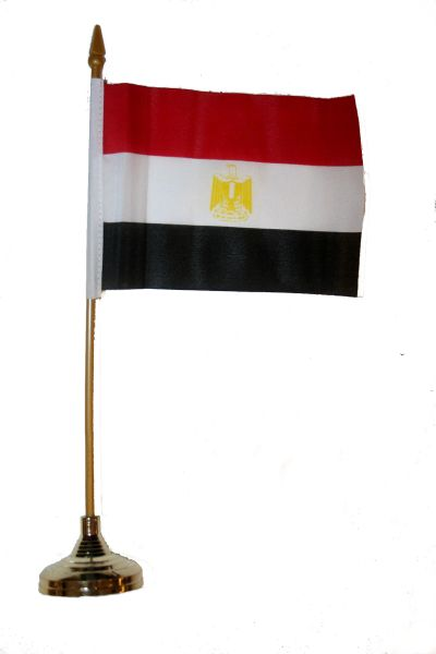 "EGYPT 4"" X 6"" INCHES MINI COUNTRY STICK FLAG BANNER WITH GOLD STAND ON A 10 INCHES PLASTIC POLE .. NEW AND IN A PACKAGE."