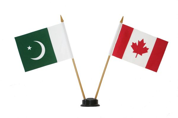 "PAKISTAN & CANADA SMALL 4"" X 6"" INCHES MINI DOUBLE COUNTRY STICK FLAG BANNER ON A 10 INCHES PLASTIC POLE .. NEW AND IN A PACKAGE"