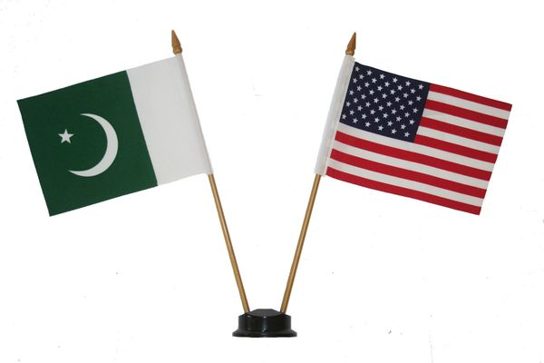 "PAKISTAN & USA SMALL 4"" X 6"" INCHES MINI DOUBLE COUNTRY STICK FLAG BANNER ON A 10 INCHES PLASTIC POLE .. NEW AND IN A PACKAGE"
