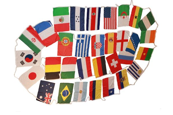 FIFA SOCCER WORLD CUP BRASIL 2014 SET OF 32 STRING LARGE COUNTRY FLAG BUNTING .. NEW AND IN A PACKAGE
