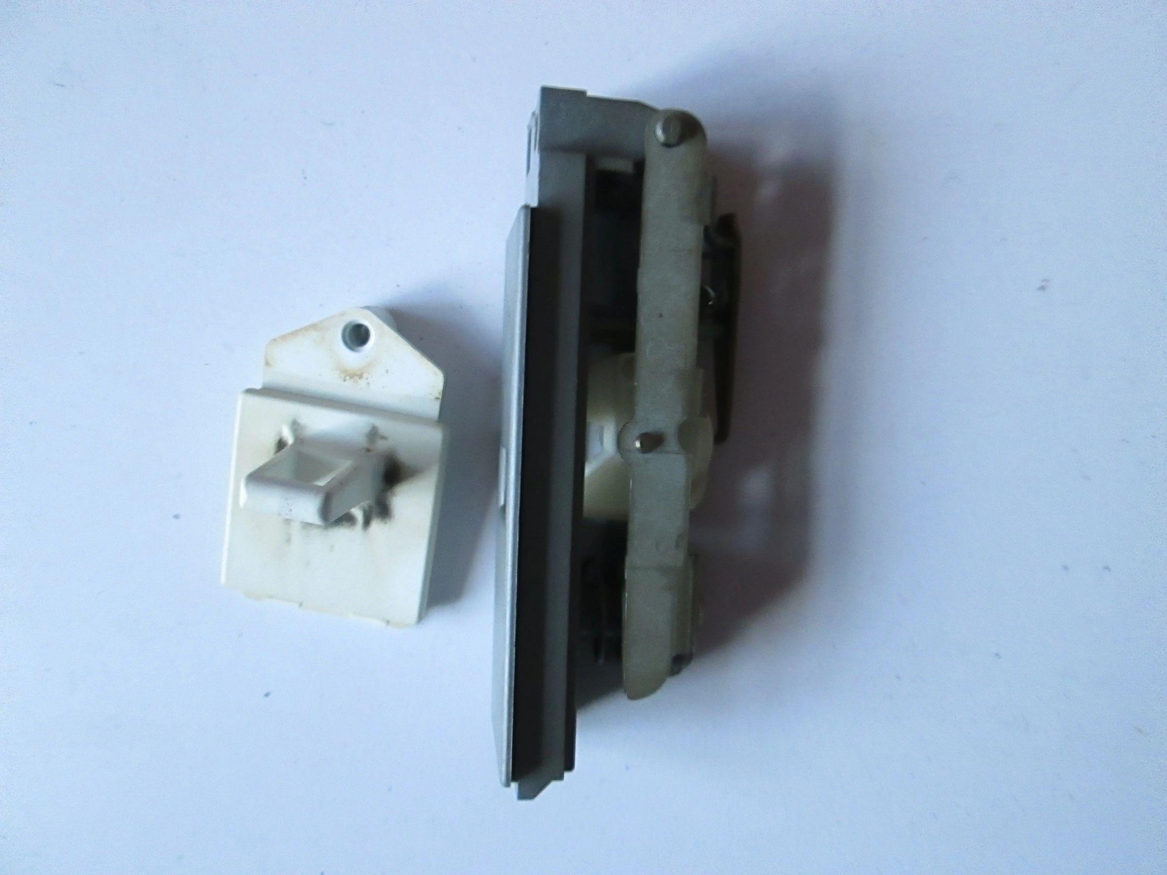 ARISTON Genuine Tumble Dryer Door Lock Catch /& Latch Kit C00257618 Spare