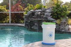 LITTERBIN (6 1/2 GALLON) WITH Green LID AND Blue Base