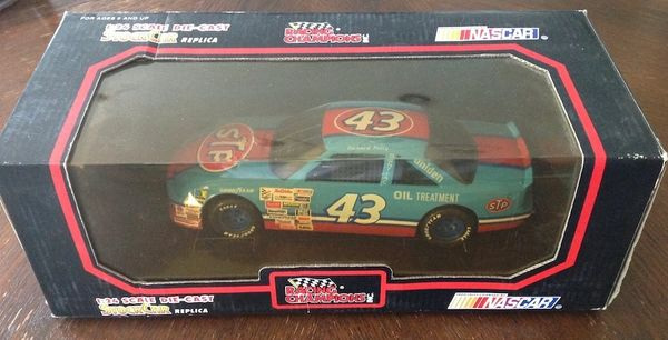 Richard Petty 43 Racing Champion Die Cast Car