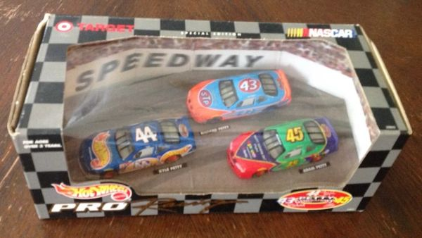 Collectable Hot Wheels Pro Generations Petty Brothers