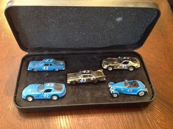 Richard Petty #43 Collectable Car Case 5 cars