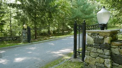 Entry gate to Wilson's Way. Dover, Massachusetts, Lots for Sale, Dover Real Estate.