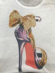 t-shirt with high heel shoe