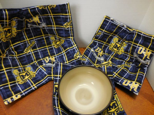 Microwaveable Bowl Cozy / University of Michigan