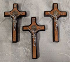 Cruz de Madera con Cristo y San Benito - Wooden Cross w/ Christ and Saint Benedict