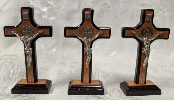 Cruz de Madera con Cristo y San Benito en base - Wooden Cross w/ Christ and Saint Benedict on a base