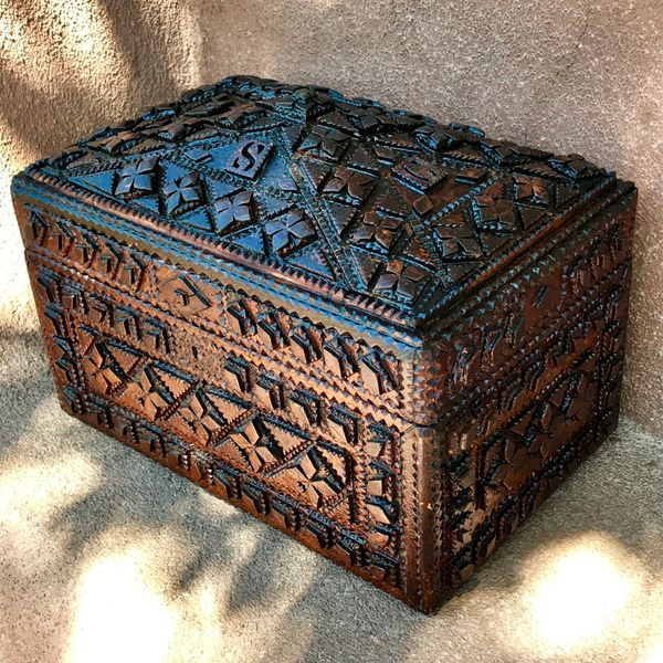 SOLD 1900s TRAMP ART BERKSHIRE COUNTY SHERIFF'S WOOD FOLK ART TREASURE CHEST