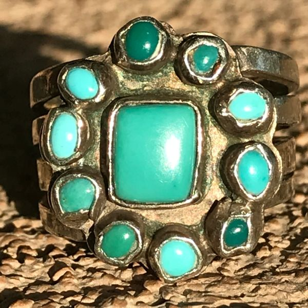 1920s PALE BLUE AND DARK GREEN 11 TINY TURQUOISE STONES INGOT SILVER RING