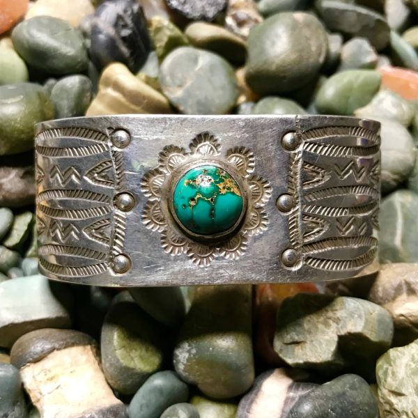 1920s WIDE STAMPED SILVER & ROUND BLUE GREEN TURQUOISE FRED HARVEY ERA BIG CUFF BRACELET