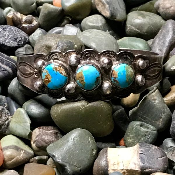1920s 3 BLUE ROUND TURQUOISE STONE INGOT SILVER STAMPED CUFF BRACELET