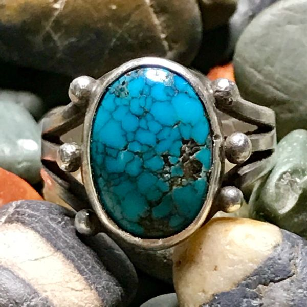 1920s THICK INGOT SILVER NUMBER 8 OR PILOT MOUNTAIN OVAL TURQUOISE RING