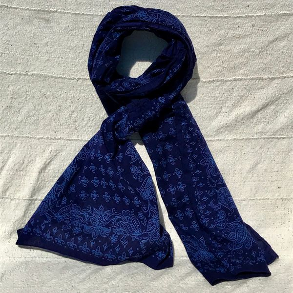 1960s INDOGO OVERDYED ELEPHANT TRUNK UP FLEUR DE LIS COTTON HANDSEWN BANDANNA SCARF