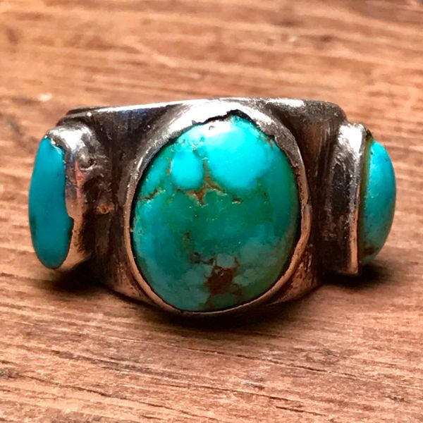 SOLD 1920s ROUND 3 BLUE TURQUOISE STONE I GOT SILVER SPLIT SHANK PINKY RING