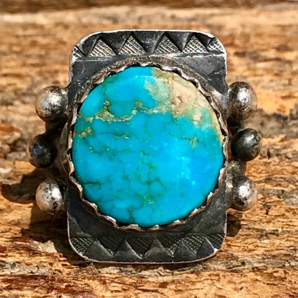 SOLD 1940s SIGNED AUSTIN WILSON VIVID NEON BLUE ROUND TURQUOISE SILVER PINKY RING