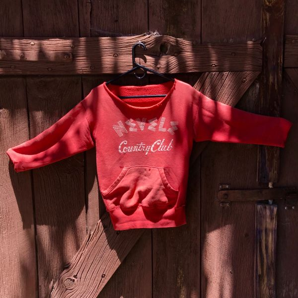 SOLD 1960s SUN FADED FLOCK PRINTED FUSCIA CATSKILLS NY DIRTY DANCING ERA & LOCATION ALL COTTON DISTRESSED NEVELE COUNTRY CLUB SWEATSHIRT