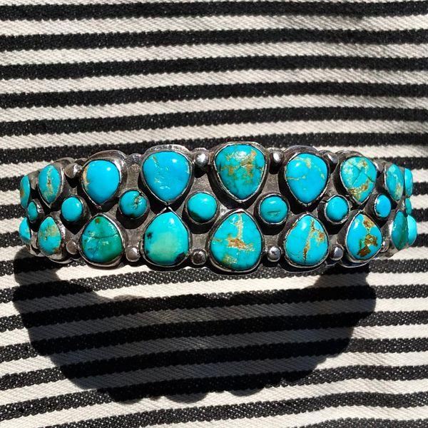 1930s ZUNI BIG LARGE WRIST CLUSTER BLUE & GREEN TURQUOISE ROW CUFF BRACELET INGOT SILVER