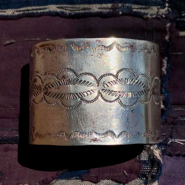 1920s FRED HARVEY ERA WIDE SIMPLE STAMPED SILVER CUFF BRACELET