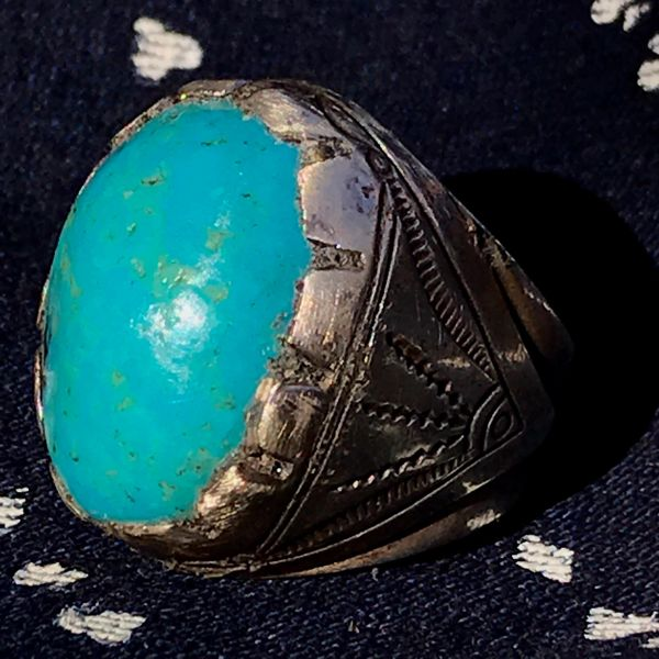 1950s NEON BLUE WITH YELLOW FLECKS PERSIAN DOMED OVAL BIG HEAVY HUGE TALL MENS TURQUOISE SILVER STAMPED SIDE SHIELDS RING