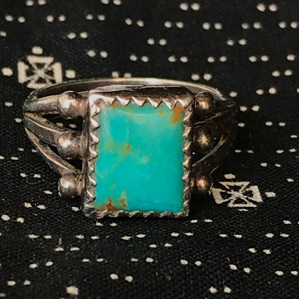 1940s SMALL SQUARE BLUE TURQUOISE SILVER RING