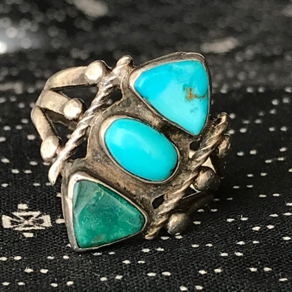 1920s STOPLIGHT STYLE SMALL BLUE & GREEN PAWN OLD RING