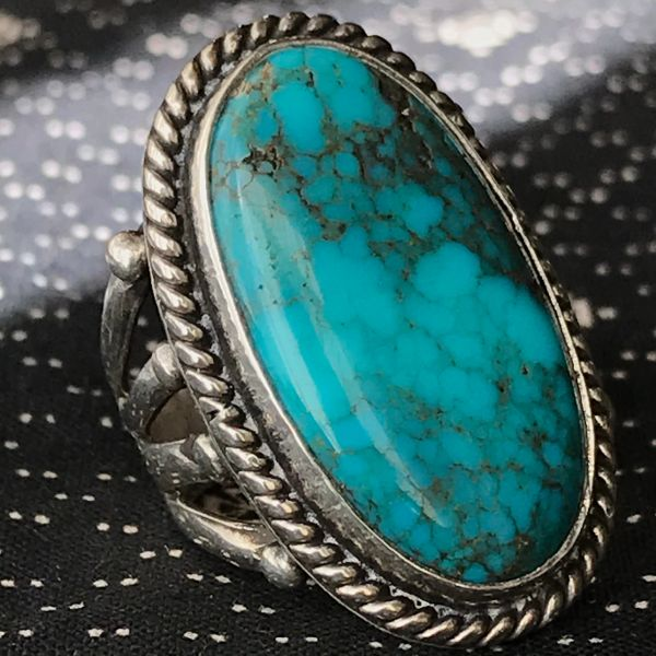 1960s SPIDERWEBBED OVAL VIVID BLUE TURQUOISE SIOVER LONG BIG RING