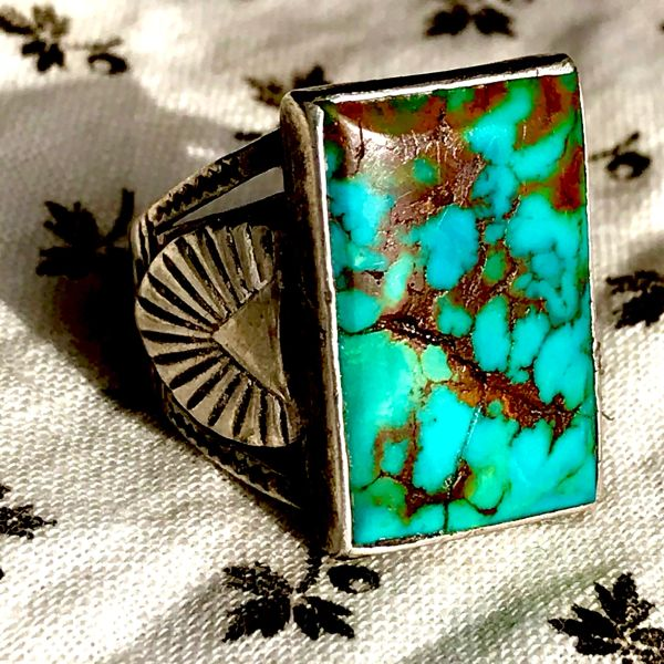 1930s RARE NEON BLUE SPIDERWEBBED ROYSTON TURQUOISE MENS RECTANGLE SILVER RING