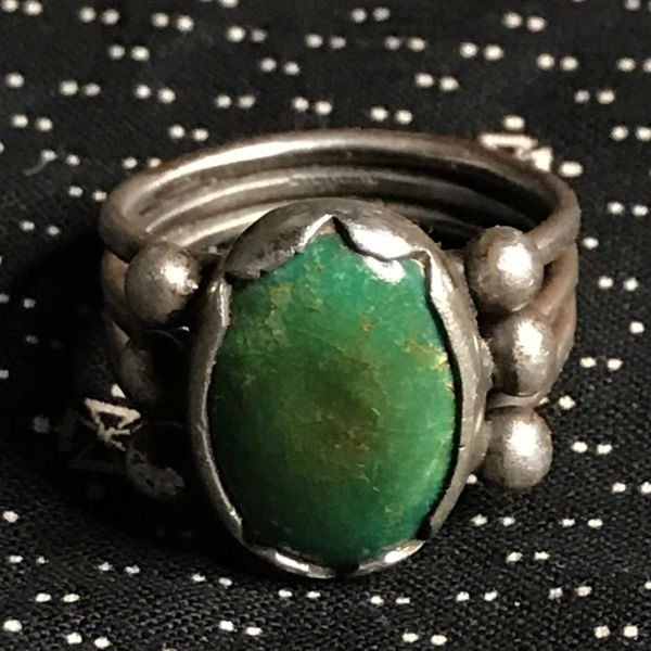 1960s INGOT SILVER OVAL GREEN DONED TURQUOISE MEDIUM RING