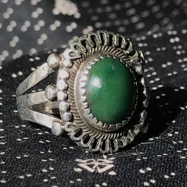 1930s ORNATE SMALL CERILLOS GREEN OVAL TURQUOISE SILVER RING