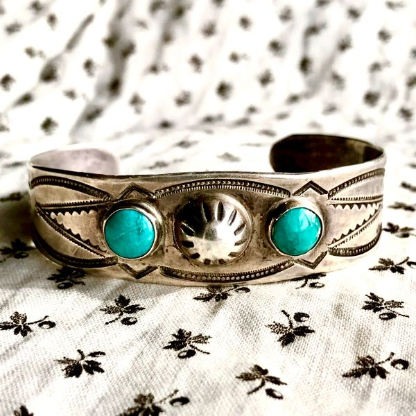 1920s TOURIST TRADING POST FRED HARVEY ERA PEYOTE BUTTON REPOUSSE' ROUND BLUE TURQUOISE SILVER STAMPED CUFF BRACELET
