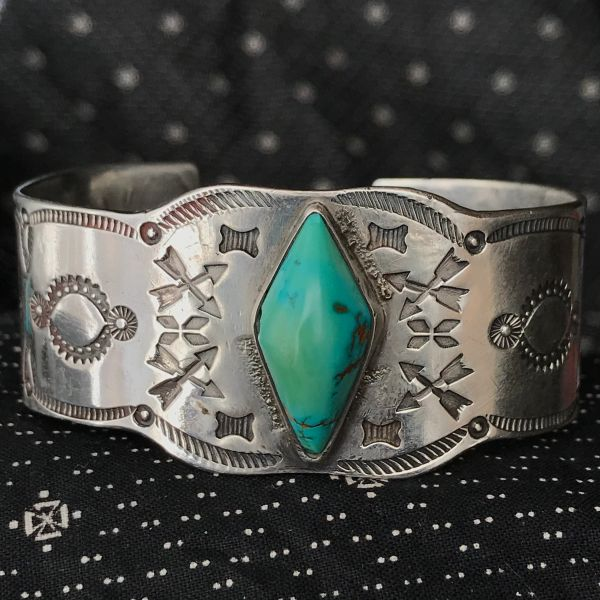 1910s RARE OWL STAMPED FRED HARVEY ERA TOURIST TRADING POST ROLLED INGOT SILVER CUFF BRACELET WITH DOMED BEVELED DIAMOND SHAPED GREEN TURQUOISE CUFF BRACELET
