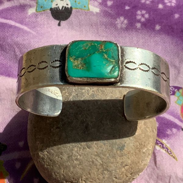 1900s WIDE SILVER INGOT DARK GREEN SQUARE TURQUOISE NAVAJO EARLY STAMPED CUFF BRACELET