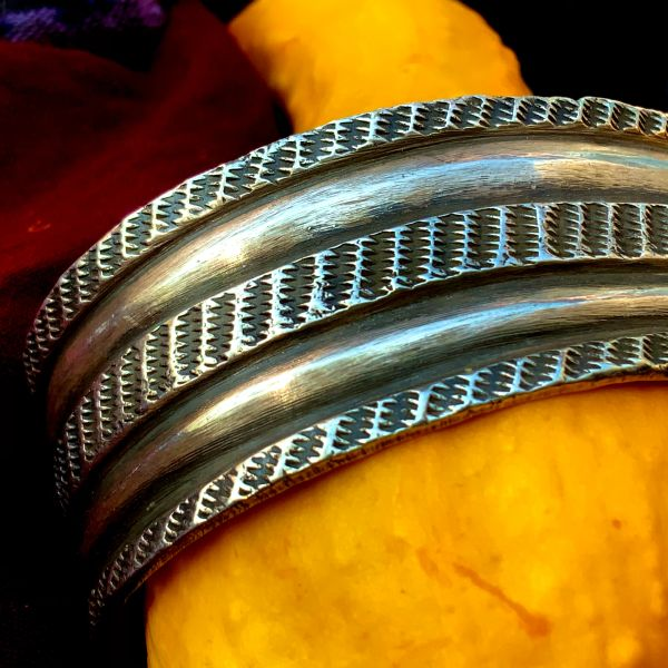 CONTEMPORARY SAND CAST STEWART BILLIE SAND CAST WIDE HEAVY CHILSELED, CARVED & STAMPED INGOT SILVER CUFF BRACELET