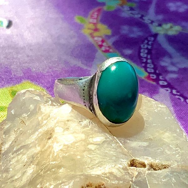 1900s SMALL BLUE OVAL DOMED TURQUOISE INGOT SILVER WELL WORN STAMPED RING