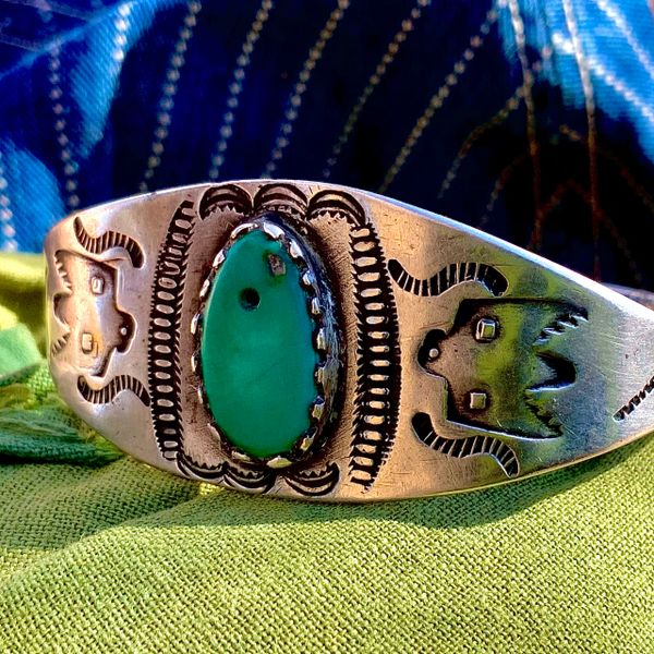 1910s WROUGHT INGOT SILVER THUNDERBIRD FRED HARVEY TRADING POST GREEN TAB CUFF BRACELET WITH EARLY FILE STAMPS