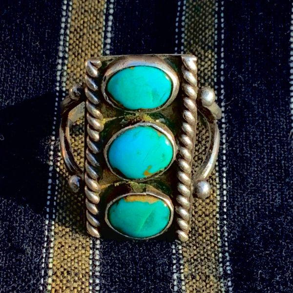 1940s BLUE TURQUOISE STOPLIGHT STYLE SILVER NAVAJO RING