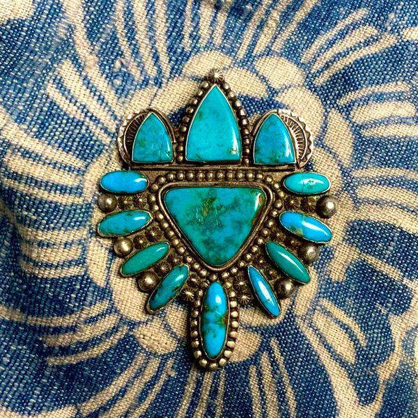 1930s BIG SILVER & ROYSTON BLUE GEM ZUNI ART DECO CREST SHIELD STYLE MANTA PIN BROOCH
