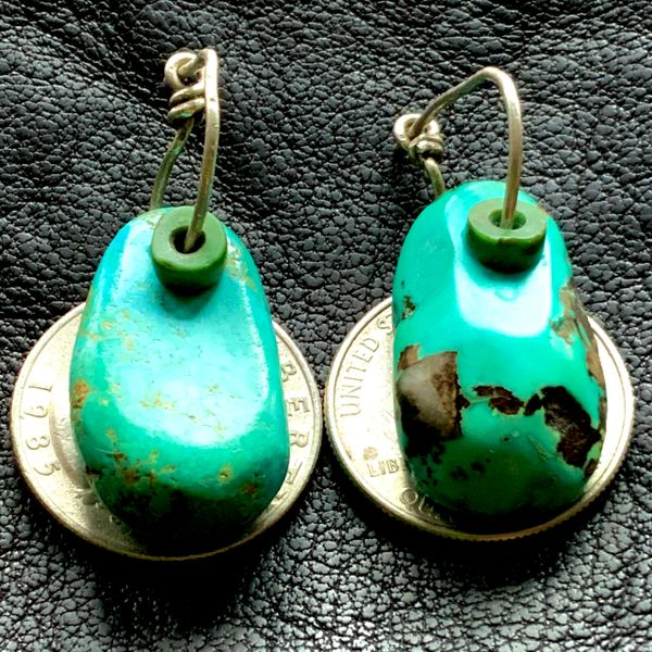 1940s BLUE TAB TURQUOISE EAR BOBS EARRINGS WITH CERILOS HEISHE GREEN TURQUOISE BEAD ACCENTS ON SILVER WIRE
