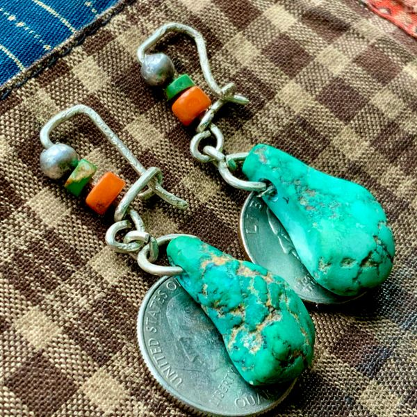 SOLD 1940s GREEN KINGMAN TURQUOISE NUGGETS TAB EARRINGS WITH SILVER BENCH BEADS, CORAL BEADS & CERILLOS GREEN TURQUOISE HEISHI BEADS ON PURE SILVER HAND WROUGHT WIRE