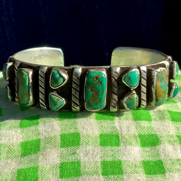 SOLD 1920s INGOT SILVER CHISELED & FILED GREEN TURQUOISE ROW CUFF, VERY EARY ZUNI PUEBLO HOLE PUNCHER STAMPS BIG SIZE WRIST