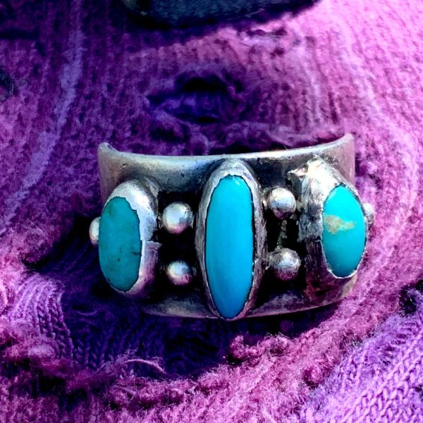 1970s CIGAR BAND 3 BLUE OVAL STONE TURQUOISE & SILVER MENS WIDE BAND RING