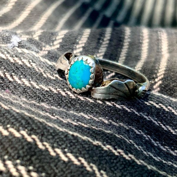 1910s DAINTY WINGED BLUE TURQUOISE INGOT SILVER RING WITH HANDCUT BEZEL