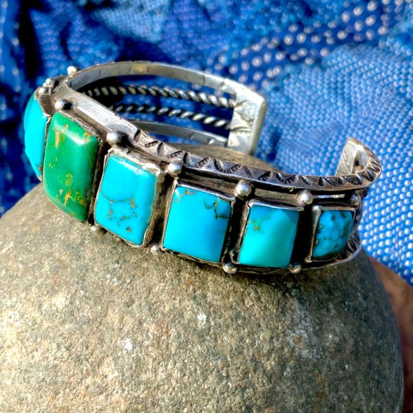 1930s CARINATED BLUE & GREEN BEVELED SQUARE STAMPED ROW CUFF INGOT SILVER MENS BRACELET