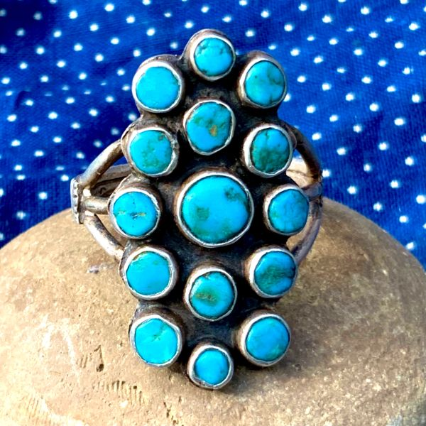 1920s NEON BLUE TURQUOISE 15 STONE ROUND ZUNI CLUSTER FINGER LONG INGOT SILVER FAMCY CHISELED MENS RING