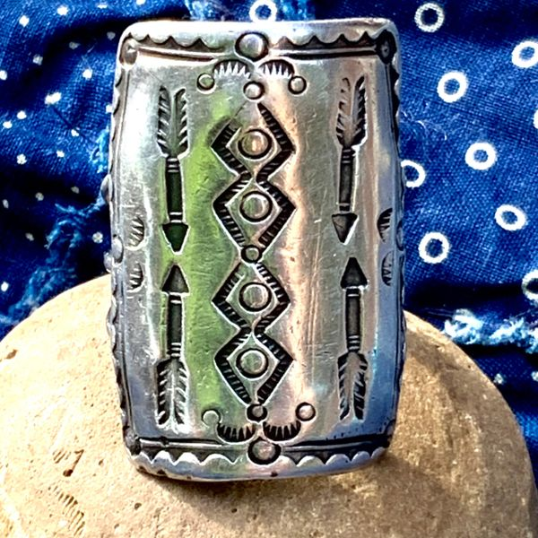 1910s CONCHO SHIELD INGOT SILVER FRED HAVERY ARROW RUG NAVAJO PATTERN STAMPED HUGE LONG BIG MENS RING